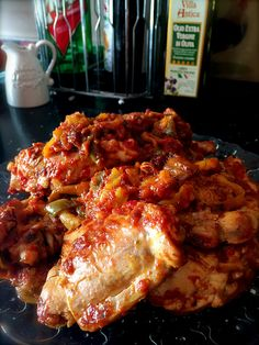 Video cookery course and recipe about chicken and peppers tuscan style. Pollo ai peperoni is ready!!