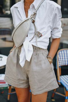 summer outfits women style inspiration simple, Easy summer way to style your favourite linen pieces. White Button-Down Shirt with beige linen short, summer outfits women casual fashion ideas color combos Looks Street Style, Looks Style, Street Style Summer, Street Style 2018, Street Chic, Street Wear, Mode Outfits, Fashion Outfits, Fashion Ideas