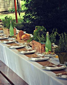 Alfresco Dining Ideas - Home with Holliday Rustic Garden Party, Garden Parties, Rustic Gardens, Italian Themed Parties, Italian Party, Outdoor Table Settings, Outdoor Dining, Herb Centerpieces, Moroccan Party