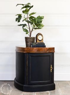 Painting furniture black can be a bit tricky! Learn all the tips for how to paint furniture black and get the look you want. Black Painted Furniture, White Washed Furniture, Distressed Furniture, Paint Furniture, Repurposed Furniture, Furniture Makeover, Living Room Decor On A Budget, Furniture Painting Techniques, Living Room Pillows
