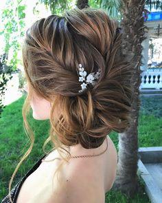 wedding updos for medium length hair,wedding updos,updo hairstyles,prom hairstyles #updos #hairstyles #bridehair #weddinghairstyles