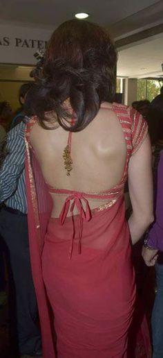 Chiffon sari with a backless blouse Choli Designs, Sari Blouse Designs, Saree Blouse Patterns, Blouse Styles, Saree Backless, Bollywood, Indian Blouse, Saree Dress, Lehenga Blouse
