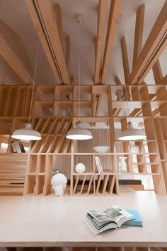A plywood partition separates working and relaxation areas inside this Moscow studio and incorporates furniture and shelves for art supplies Interior Architecture, Interior And Exterior, Interior Design, Design Design, Plywood Furniture, Furniture Design, Modern Furniture, Art Studio Organization, Interior Minimalista
