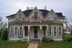 There is something mysterious but beautiful about an old abandoned house. so beautiful, can't believe it is abandoned. Abandoned Buildings, Old Abandoned Houses, Old Buildings, Abandoned Places, Old Houses, Beautiful Architecture, Beautiful Buildings, Beautiful Homes, Beautiful Places