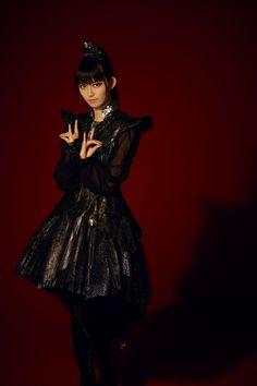 La edición japonesa de Yahoo Noticias  le ha dedicado una extensa entrevista aSuzuka Nakamoto, vocalista de BABYMETAL, y aquí comparti...