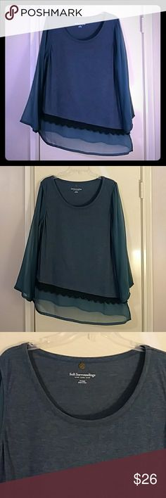 Soft Surroundings Bias Cut Tunic Size XL EUC Up for sale is a gorgeous heathered mallard blue knit bias cut tunic with sheer long sleeves, scoop neckline, and sheer chiffon & black lace trim around the hem. The top measures approx. 23 inches across from armpit to armpit, approx. 24 inches across the hip, approx. 27 inches from shoulder to hem down the right side, and approx. 31 inches from shoulder to hem down the left side. It is 52% polyester and 48% cotton. The woven is 100% cotton. The…