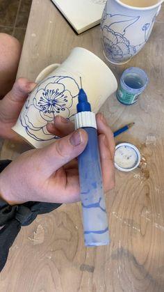 Painted Ceramic Plates, Ceramic Clay, Ceramic Decor, Pottery Mugs, Ceramic Pottery, Pottery Art, Pottery Lessons, Pottery Classes, Pottery Painting