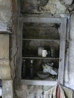 P1360462 Abandoned Farmhouse - Interior