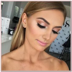 Hochzeit Make-up Soft-Glam 65 Trendy Ideen - - . Hochzeit Make-up Soft-Glam 65 Trendy Ideen - Wedding Makeup Tutorial, Wedding Makeup Tips, Bridal Makeup, Make-up-tipps Und Tricks, Maquillage Goth, Natural Prom Makeup, Natural Beauty, Natural Glow, Prom Makeup Looks