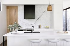 design by builder image via Kitchen goals right here! design by builder image via Kitchen goals right here! Crescent Pendant Light: Designed by Lee Broom, the Crescent pendant takes the form of Gray Interior, Contemporary Interior, Kitchen Interior, Kitchen Design, Cocinas Kitchen, Eat In Kitchen, Kitchen Island, Cuisines Design, Beautiful Kitchens