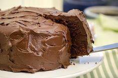 Har du festplaner i nærmeste fremtid? Da er dette kaken for deg å bake, for Food Cakes, Chocolate Ice Cream, Melting Chocolate, Banana Recipes, Cake Recipes, Chocolates, Smarties Chocolate, Norwegian Food, Naked Cake