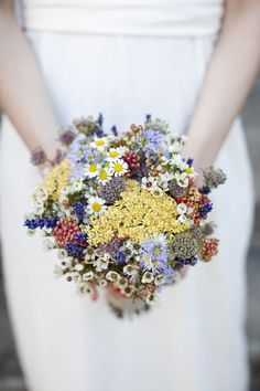 Garance & Vanessa photographe mariage, portrait, événement #garanceetvanessa #mariage #photographedemariage  #wedding #weddingphotographer #romantique #frenchwedding #romantique #bouquet #photo #bouquetdemariee #multicolore #elegant #mariagerhonealpes