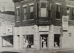 In 1961, band director Bruce White, along with Bob Sommers, started their first store, Waukesha House of Music in downtown Waukesha.