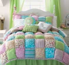 These Puff Quilts will lo beautiful on the end of your bed, on the back of a lounge or anywhere you want some texture. We& added a Bubble Quilt and a Rag Quilt Tutorial for you! Quilt Baby, Rag Quilt, Quilt Blocks, Quilt Pillow, Patchwork Pillow, Colchas Quilting, Quilting Projects, Sewing Projects, Quilting Ideas