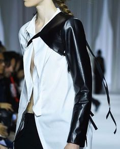 Ann Demeulemeesterさん(@anndemeulemeester_official)のInstagramアカウント: 「Ann Demeulemeester Spring-Summer 2017 - Details Discover the full collection in stores now or visit…」