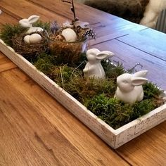 Great ideas for your Easter decorations- Sooo schön! Tolle Ideen für eure Osterdeko Would you like some inspiration? Great ideas for simple Easter decorations: Photo album – sofeminine - Easter Table, Easter Eggs, Easter Food, Easter Dinner, Easter Party, Easter Gift, Diy Ostern, Deco Floral, Easter Crafts