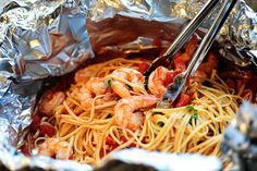Shrimp Pasta in a Foil Package Saw this on Pioneer Woman on Food Network, she added scallops. Look yummy and easy!