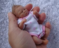 An Artists work of ooak (one of a kind) polymer clay art dolls, mainly newborn babies. Creating mini and full size clay babies. Reborn Baby Boy Dolls, Newborn Baby Dolls, Silicone Reborn Babies, Silicone Baby Dolls, Dollhouse Dolls, Miniature Dolls, Cute Little Baby, Little Babies, Baby Born