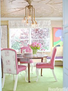 Tony Duquette chandelier in a brith Los Angeles dining room. Design: Ruthie Sommers.