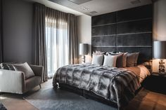 Bedroom designed by the architects and stylists of Kabaz. Bedroom Inspo, Home Decor Bedroom, Master Bedroom, Hotel Room Design, Lofts, Home Furniture, Villa, Decoration, Interior Design