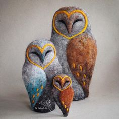 Needle felted barn owls - my former design transformed with colour and texture #owl #owls #owllover #barnowl #needlefelting #felting #wool…