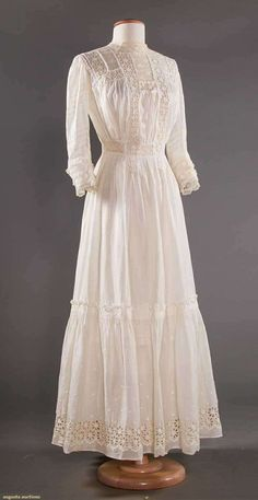 Edwardian Gowns, Edwardian Fashion, Vintage Fashion, Victorian Dresses, Diy Fashion, Vintage Gowns, Vintage Skirt, Vintage Outfits, Clothing And Textile