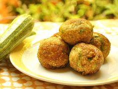 Solo miglio e verdure, come le zucchine, per queste polpette di miglio Bimby. Una ricetta vegan che puoi portare in tavola per tutti.