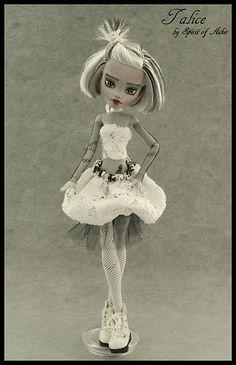 *Talice* OOAK Monster High custom FRANKIE repaint & outfit by `Spirit of Askir´ | eBay