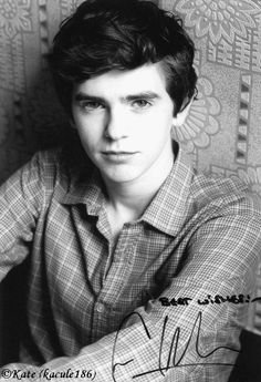 Freddie Highmore ❤️❤️❤️Cant not wait for Bates Motel season 4 to start on March 7 Norman Bates, Handsome Actors, Hot Actors, Actors & Actresses, Ever After High, Freddie Highmore Bates Motel, Rick Y Morty, Johnny Depp Movies, Good Doctor