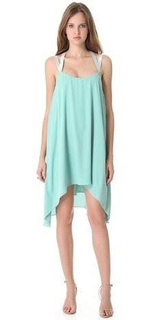 so pretty...Love the teal colored dress!