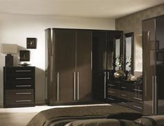 This is a classy fitted wardrobe with curved end, in High Gloss Fino Mocha & Black Brown Ferrara, complemented with matching Chester cabinet and chest drawers. It has a rich glossy look that will set well with white interior of your bedroom. 30% OFF & FREE bedsides with every order ! Hurry! Grab the offers now! Call or visit us for more details and information. www.metrowardrobes.co.uk/fitted-wardrobes / +44 7944554724 #MetroWardrobes #fittedwardrobe #fittedbedroom #madetomeasurefurniture