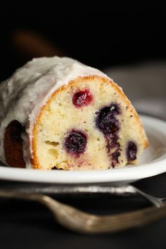 I made this Sour Cream Blueberry Bundt Cake over the weekend and couldn't wait to share the recipe! It's CRAZY moist, soft & loaded with fresh blueberries! Blueberry Bundt Cake Recipes, Blueberry Muffin Cake, Blueberry Donuts, Blueberry Sour Cream Cake, Blueberry Ideas, Best Cake Recipes, Cookie Recipes, Dessert Recipes, Favorite Recipes