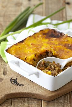 Delicious and easy recipes are hard to come by! Why not combine butternut, potatoes and cheese to make this scrumptious family meal? Mince Recipes, Pie Tops, Cottage Pie, My Cookbook, Easy Meals, Easy Recipes, Dinner Tonight, Family Meals, Macaroni And Cheese