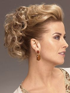 Tempting Blonde Curly Short Clip in Hairpieces, Claw Clip Hairpieces Mother Of The Groom Hairstyles, Mother Of The Bride Hair, Bride Hairstyles, Cool Hairstyles, Wedding Hairstyle, Mother Bride, Hairstyles Videos, Easy Hairstyle, Hair Wedding