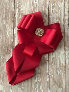 5 Incredible Useful Ideas: Jewelry Stand Necklace jewelry advertising social media. Diy Ribbon Flowers, Ribbon Art, Ribbon Crafts, Ribbon Bows, Fabric Flowers, Hair Ribbons, Hair Bows, Women Bow Tie, Fabric Flower Brooch