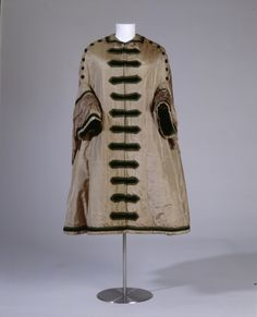 Woman's mantle, shot silk taffeta lined with silk and cotton, c. 1850-60.