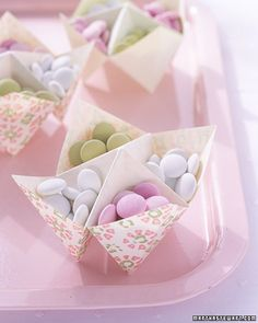 paper candy holder - Ward, you could use these for Madi's Smurf party! Candy Wedding Favors, Candy Favors, Origami Candy, Origami Paper, Sweet Party, Paper Candy, Martha Stewart Weddings, Pretty Pastel, Candy Dishes
