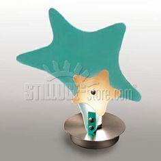 Toffolights Stella lampada da tavolo. Diffusore in metacrilato disponibile nelle seguenti combinazioni di colore: acquamarina/arancione(C2/C4), arancione/acquamarina (C4/C2), verde/fucsia (C5/C6), fucsia/verde (C6/C5). Struttura in nichel satinato.