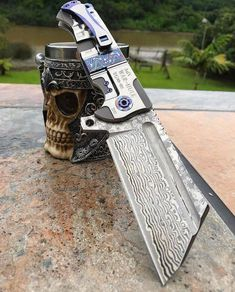 Survival camping tips Cool Knives, Knives And Swords, Survival Tools, Survival Knife, Tactical Knives, Tactical Gear, Cool Swords, Metal Working Tools, Cold Steel