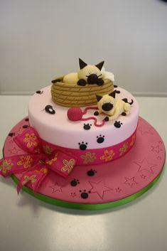 Cute cat cake or sculpey figurine - inspiration only - bjl Cat Fondant, Fondant Cakes, Cupcake Cakes, Invitation Fete, Cake Pops, Animal Cakes, Dog Cakes, Just Cakes, Fancy Cakes