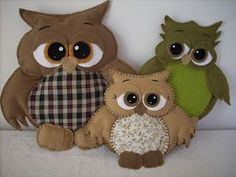 This Portuguese site has over 150 owl pictures on this page to inspire you - soft toys, felt, bags, wall art etc. Some have links, some have diagrams. Felt Owls, Felt Birds, Felt Animals, Sewing Toys, Sewing Crafts, Sewing Projects, Owl Crafts, Animal Crafts, Art Vampire