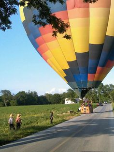 Lancaster Pa, ballon chase.  I love it when the balloons are right outside the house.