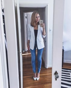 This would be a great outfit for casual friday at the office, I love the simple jeweley, and the striped blazer Casual Work Outfits, Business Casual Outfits, Business Attire, Mode Outfits, Work Attire, Office Outfits, Work Casual, Casual Looks, Skirt Outfits