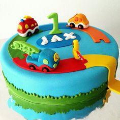 Toet toet auto's cake