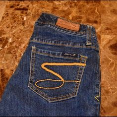 "Seven7 Brand Flare Leg 29.5"" inseam petite Jeans Seven Brand Flare Leg Size 24 Excellent condition Approx. 29.5"" inseam Short Bin 2 Seven7 Jeans Flare & Wide Leg"