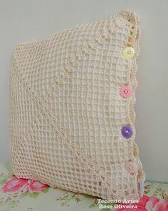 Boa noite queridas!     Só hoje tive tempo de vim postar essa capa de almofada que amei fazer...e ficou sendo a minha preferida, rs! ...