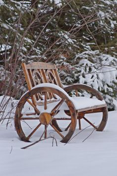 Wagon Wheel Bench in Snow. Like the bench; the snow not so much I Love Winter, Baby Winter, Winter Is Coming, Winter Snow, Winter Christmas, Wagon Wheel Bench, Wagon Wheels, Garden Seating, Garden Chairs