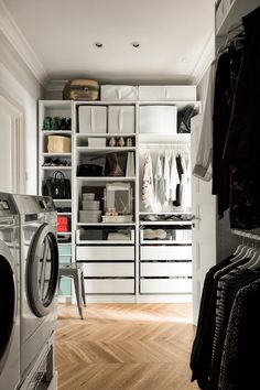 Vaatehuone, pesukoneille paikat