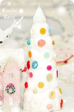 Cotton ball Christmas tree... I strongly resist posting Christmas images before I have thoroughly celebrated Fall, BUT this was pretty CUTE! Cotton and buttons :)  it's very happy.
