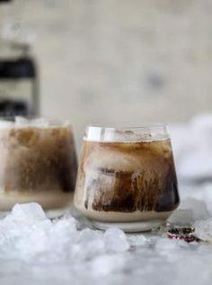 root beer rum creams I howsweeteats.com #rootbeer #cocktails #baileys #irishcream #rum Irish Cream, Rum Cream, Fancy Drinks, Summer Drinks, Cocktail Drinks, Baileys Cocktails, Cocktail Recipes, Root Beer, Cheers